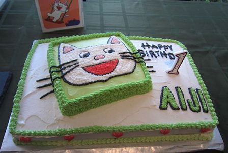 Happy 1st!  This cake is based on the cat in the book in the background. He's a popular guy in Japan.