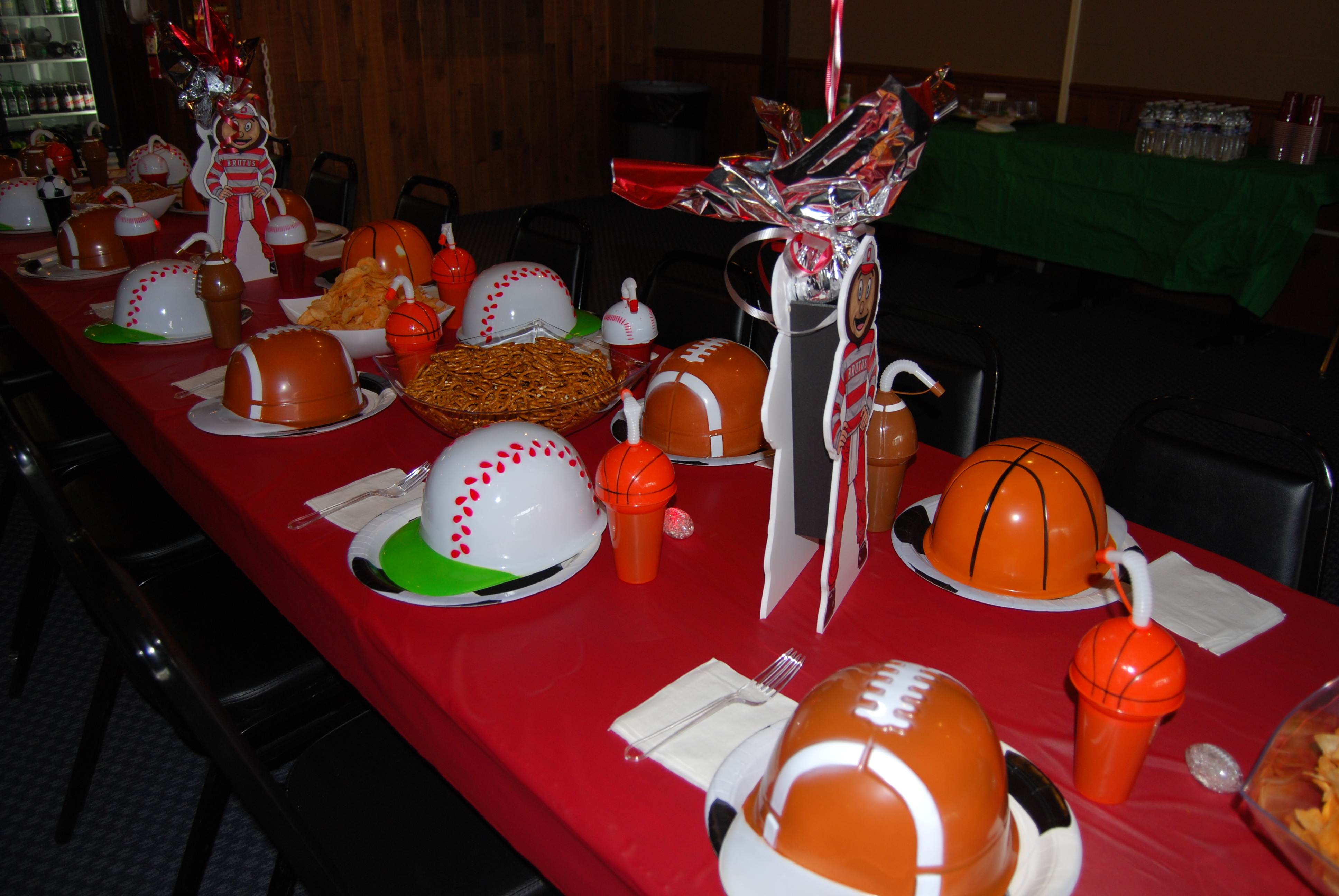 sports themed table centerpiece ideas blacktie photos dinner table centerpieces carried. Black Bedroom Furniture Sets. Home Design Ideas