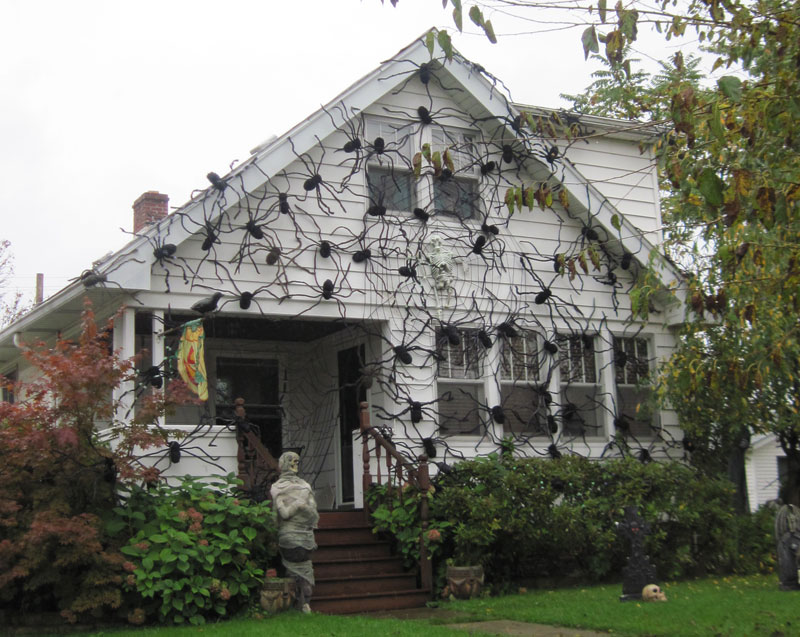 crazy spider house outdoor halloween decorations - Outdoor Halloween Decorations