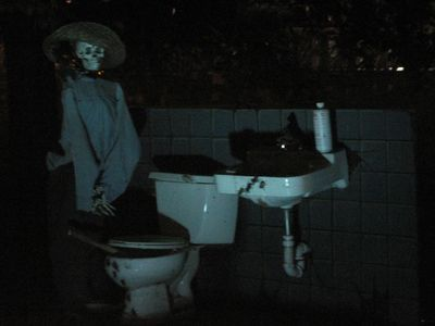 Halloweekends-bathroom