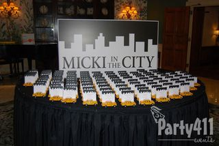 New York Theme Party Seating Card Table