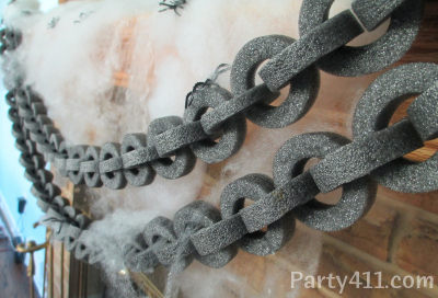 if you need halloween house party ideas than these diy chains are perfect decorations to hang on mantles in doorways and on party tables