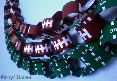 I love decorating each year for my familyu0027s Super Simple Super Bowl Party! Last year I made an easy football field table runner and this year ... & Super Bowl Decoration Ideas: Free Football Garland - Daily Party Dish